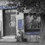 A fa mögött van egy bolt -- igazioliva bolt, fotó: Markolt Zoltán