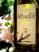 Artajo Albador Maduro – Navarrai nyárutó. Szelíd, szalmás füvesség, almás-édesmandulás jegyek. 100% arbequina, 0,2º  savtartalom. 1 l PET 3.300.-