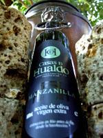 Casas de Hualdo Manzanilla – Nagyon-nagyon. Izmos koncentrátum: virágos-gyógynövényes kesernyésség, határozott csípősség. Orvosság, kizárólag haladóknak. 100% manzanilla cacereña, 0,2º savtartalom. 0,5 l üveg 2.900.-