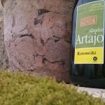 Artajo Koroneiki – Tavaszi zsongás. Hűvös, zöld füves, virágos, kesernyés karakter, 100% koroneiki, 0,2º savtartalom. 1 l PET 3.500.-