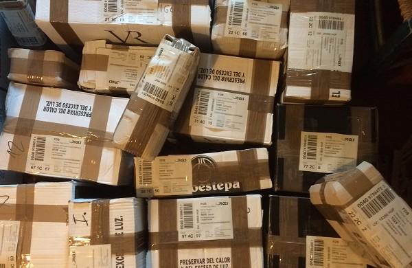 Így néznek ki a webshopos csomagok -- ez is a logisztikai munkatárs feladatai közé tartozik.