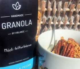 Quinoás-pekándiós granola olívaolajjal